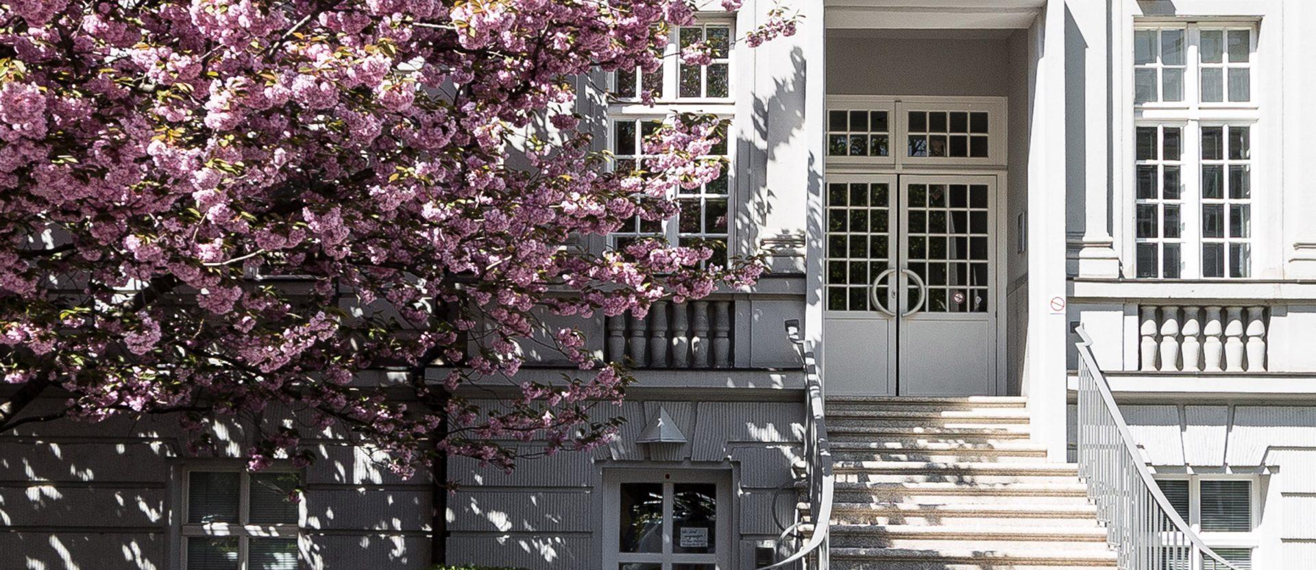 Eingangstür des Bürokomplexes in der Leisewitzstraße in Hannover